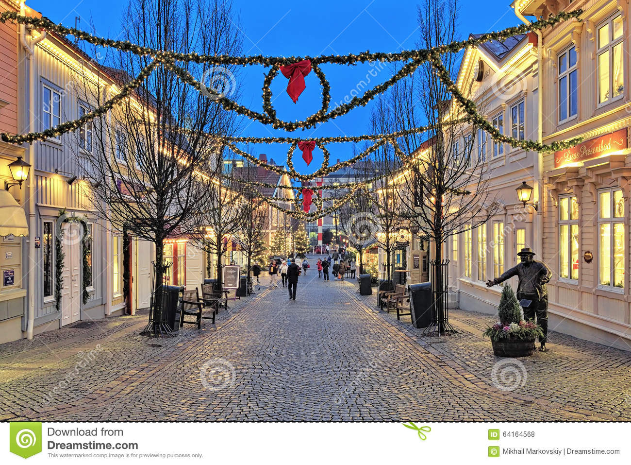 Storgatan street in liseberg park with christmas for Amusement park decoration ideas