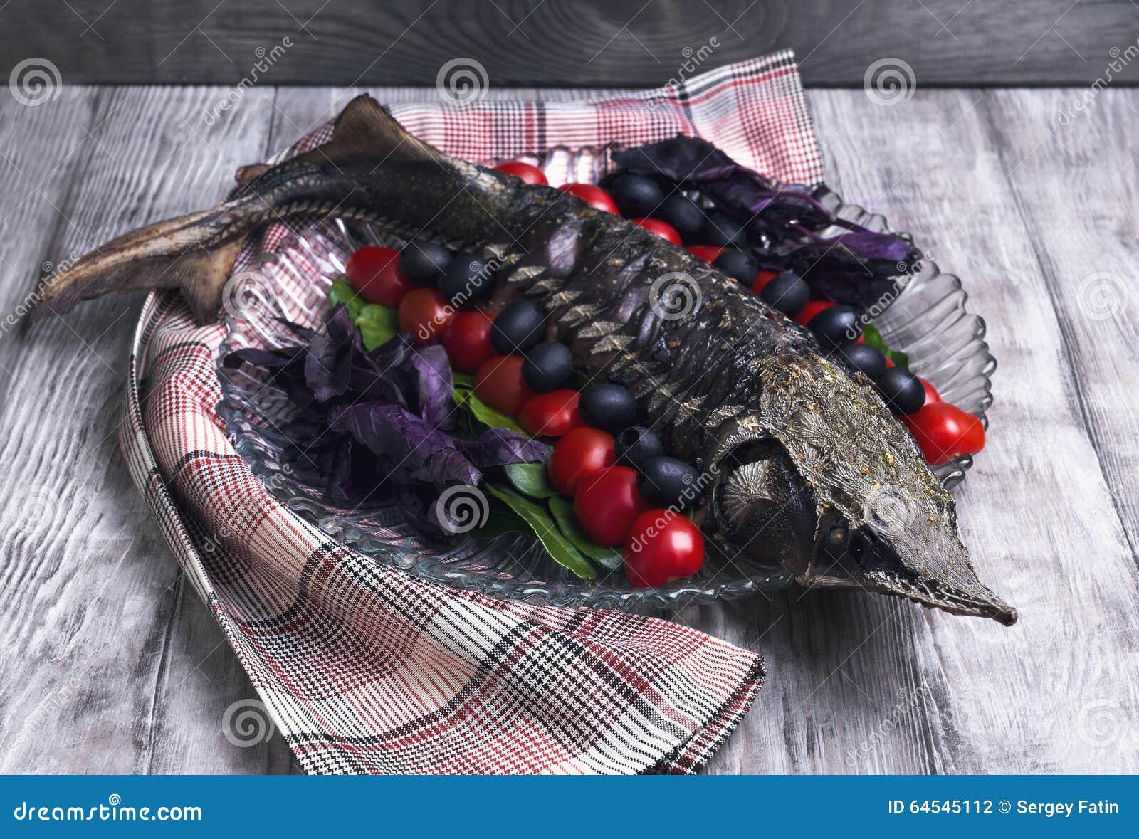 Storione Del Pesce Su Un Grande Piatto Di Vetro Fotografia Stock