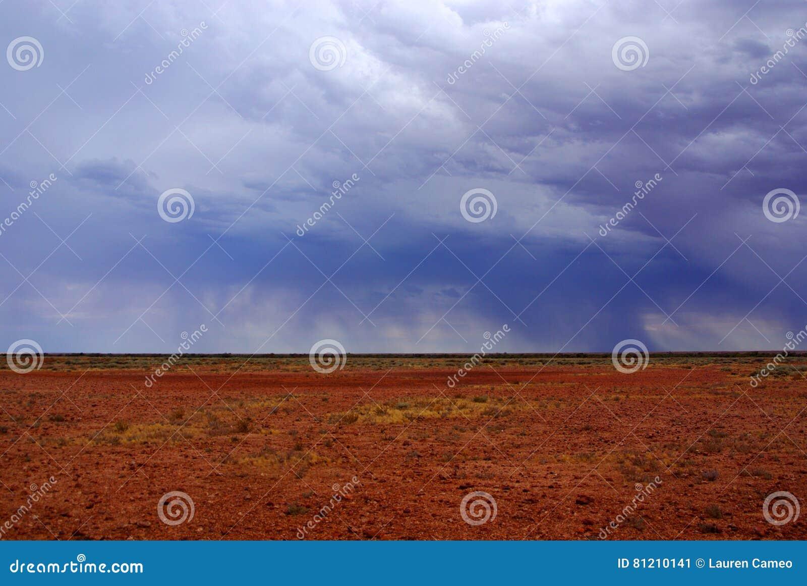 Stormig och regnig Simpson öken