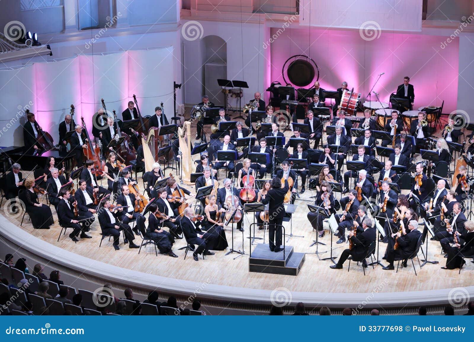 Storslagen festival för dropp av den ryska nationella orkesteren