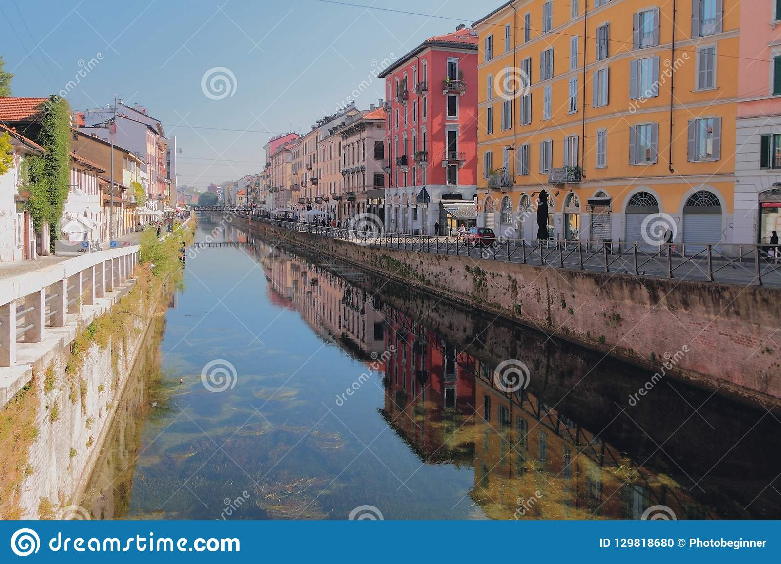 Storslagen kanal stora Naviglio Milan Italien