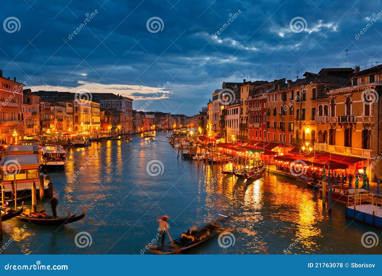 Storslagen natt venice för kanal