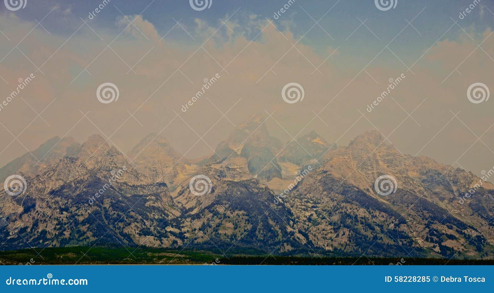 Storslagen Teton bergdimma