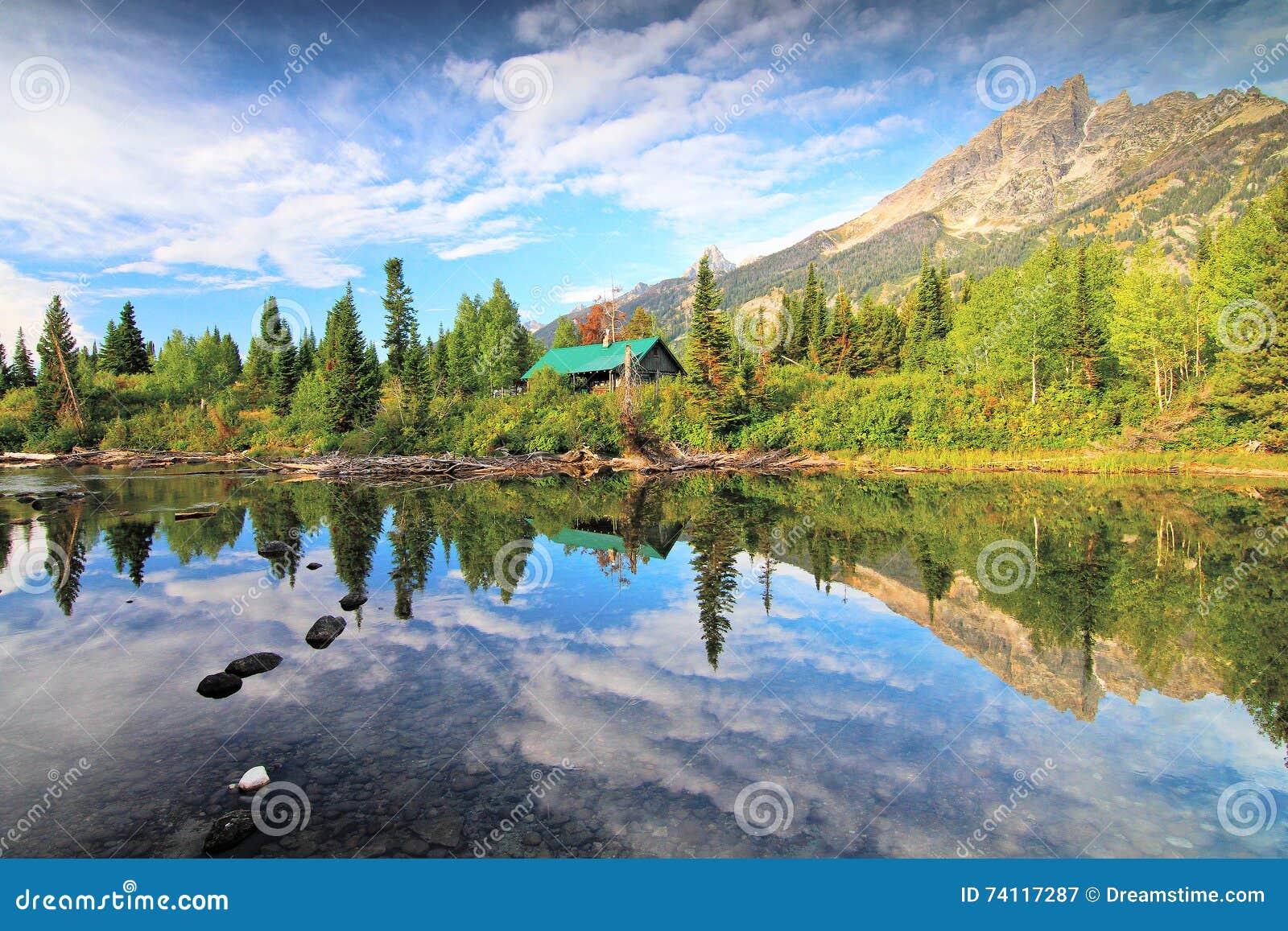 Storslagen Tetons nationalpark i sommar