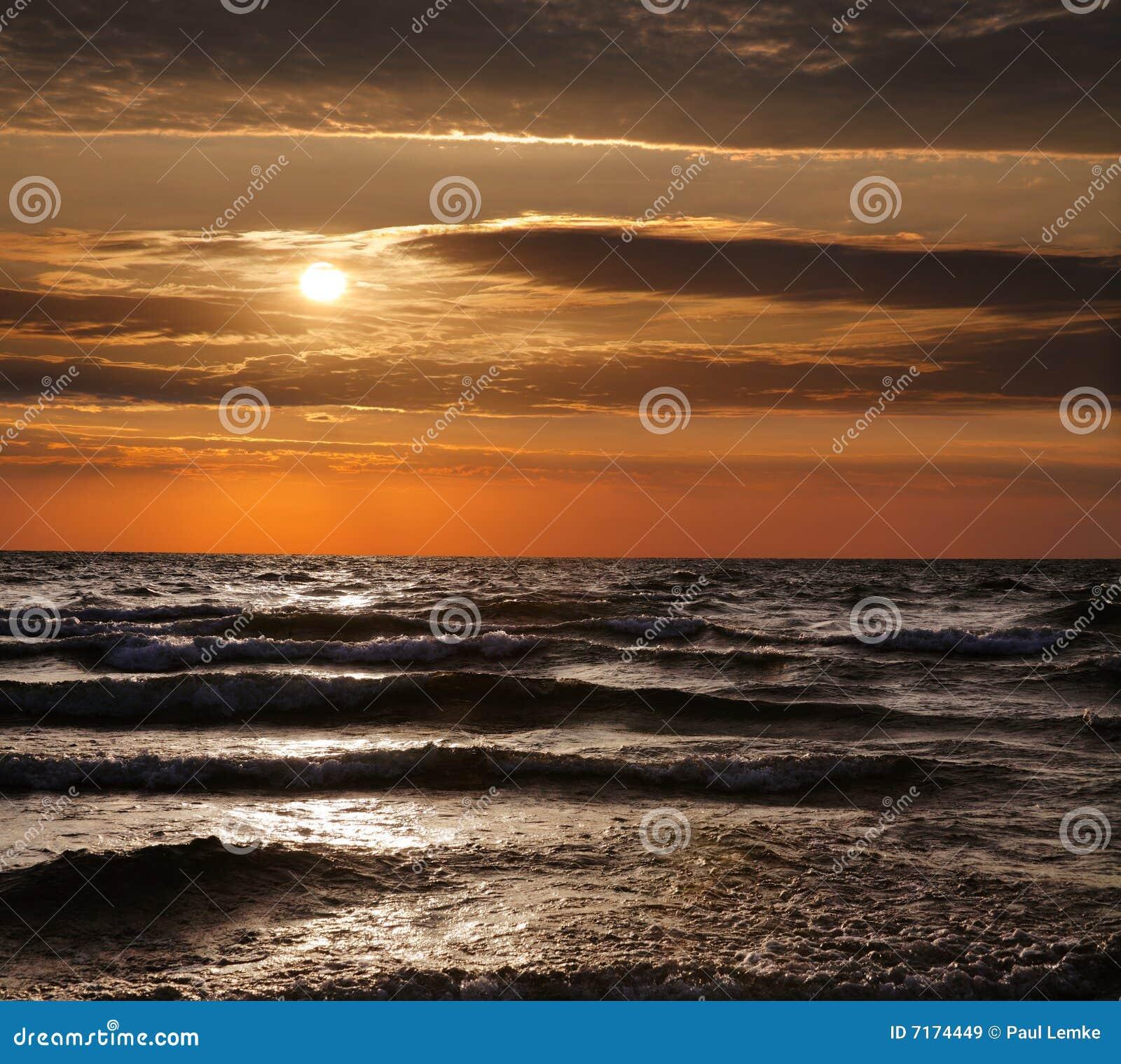 Storslagen tillflyktsortlakemichigan solnedgång