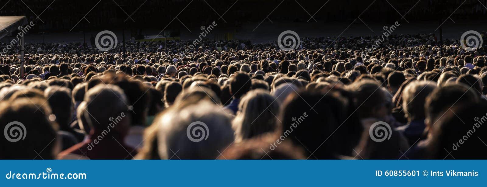 Stort folk för folkmassa