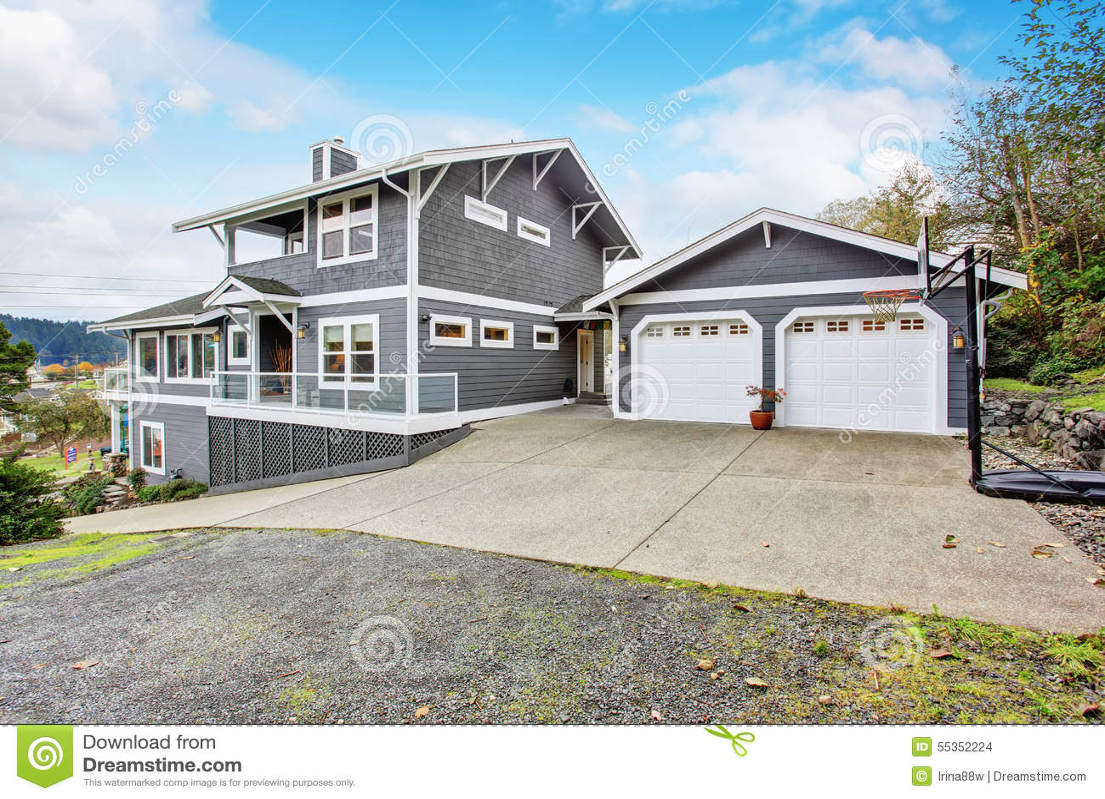 Stort Grått Modernt Hus Och Garage Arkivfoto - Bild: 55352224