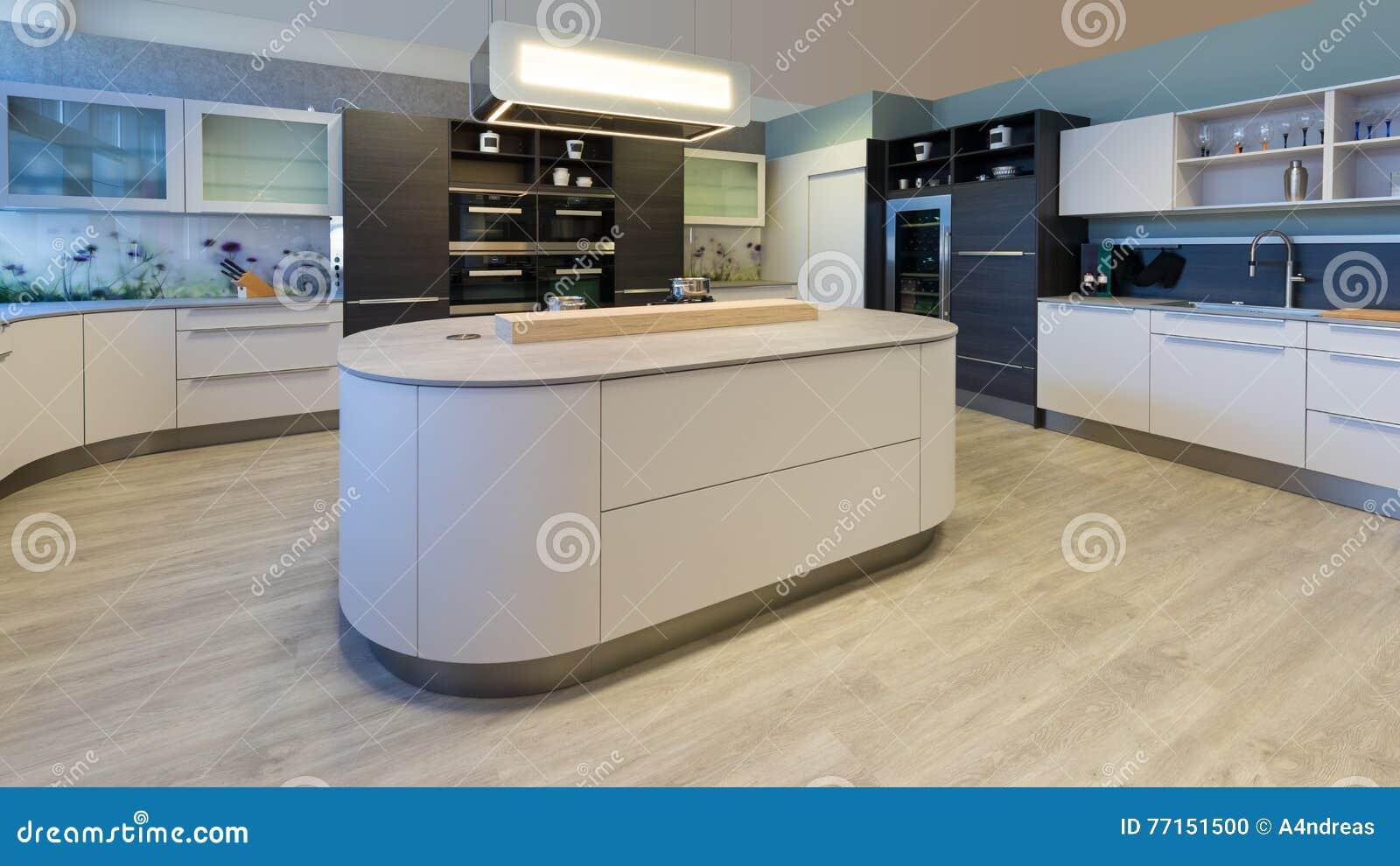 Stort märkes  kök med ö rundade hörn arkivfoto   bild: 77151500