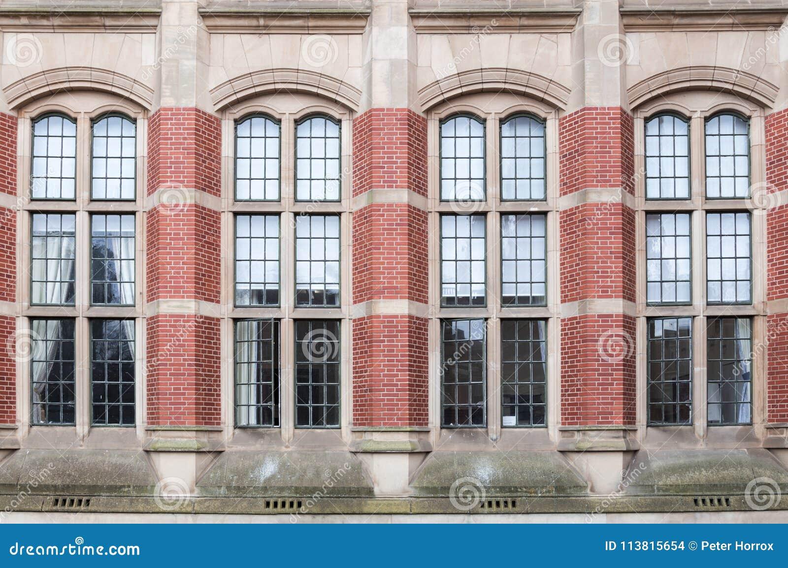 Stort utsmyckat fönster