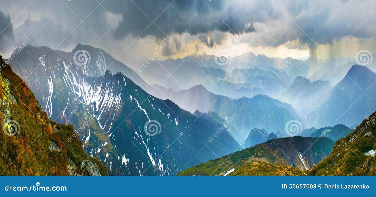Stortbui in bergen