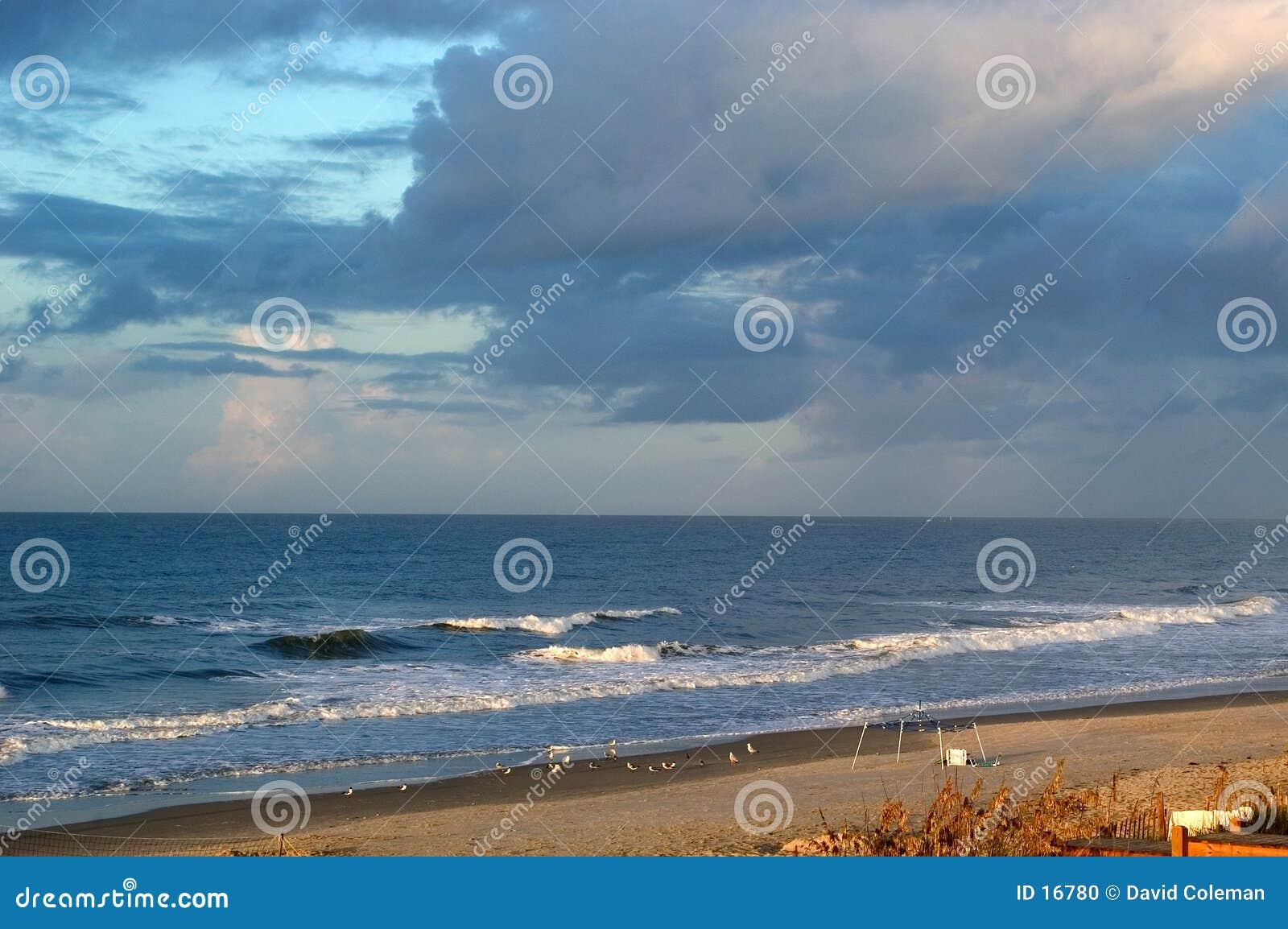 Storw brassant au-dessus de l océan