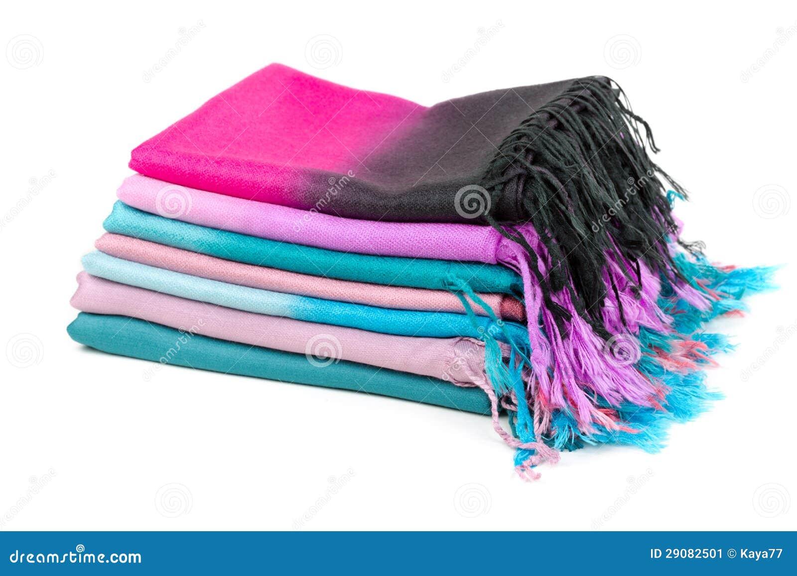 Stos barwioni scarves z kranami
