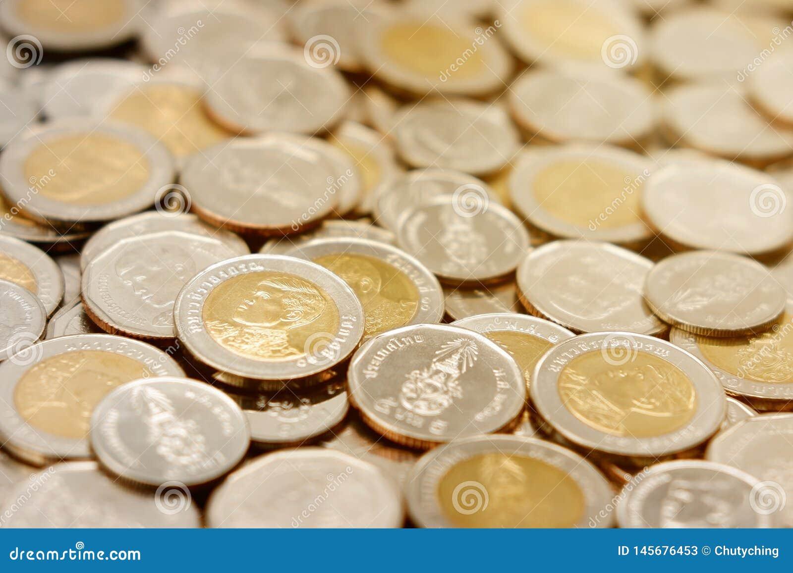 Stos nowe Tajlandzkiego bahtu monety