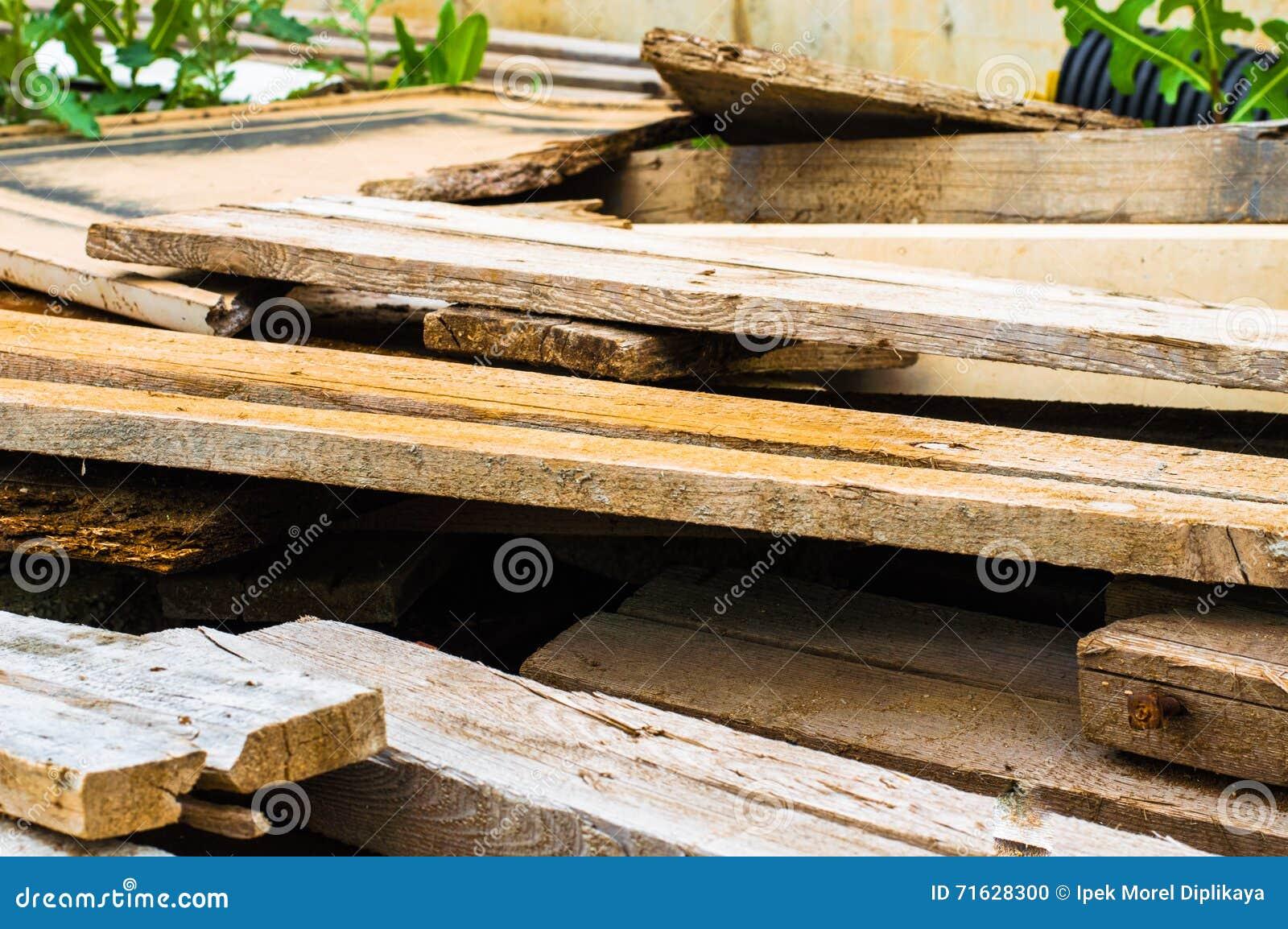 Stos złomowy drewno