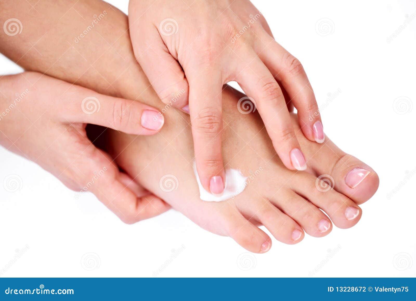 Stosować kremową nożną rękę