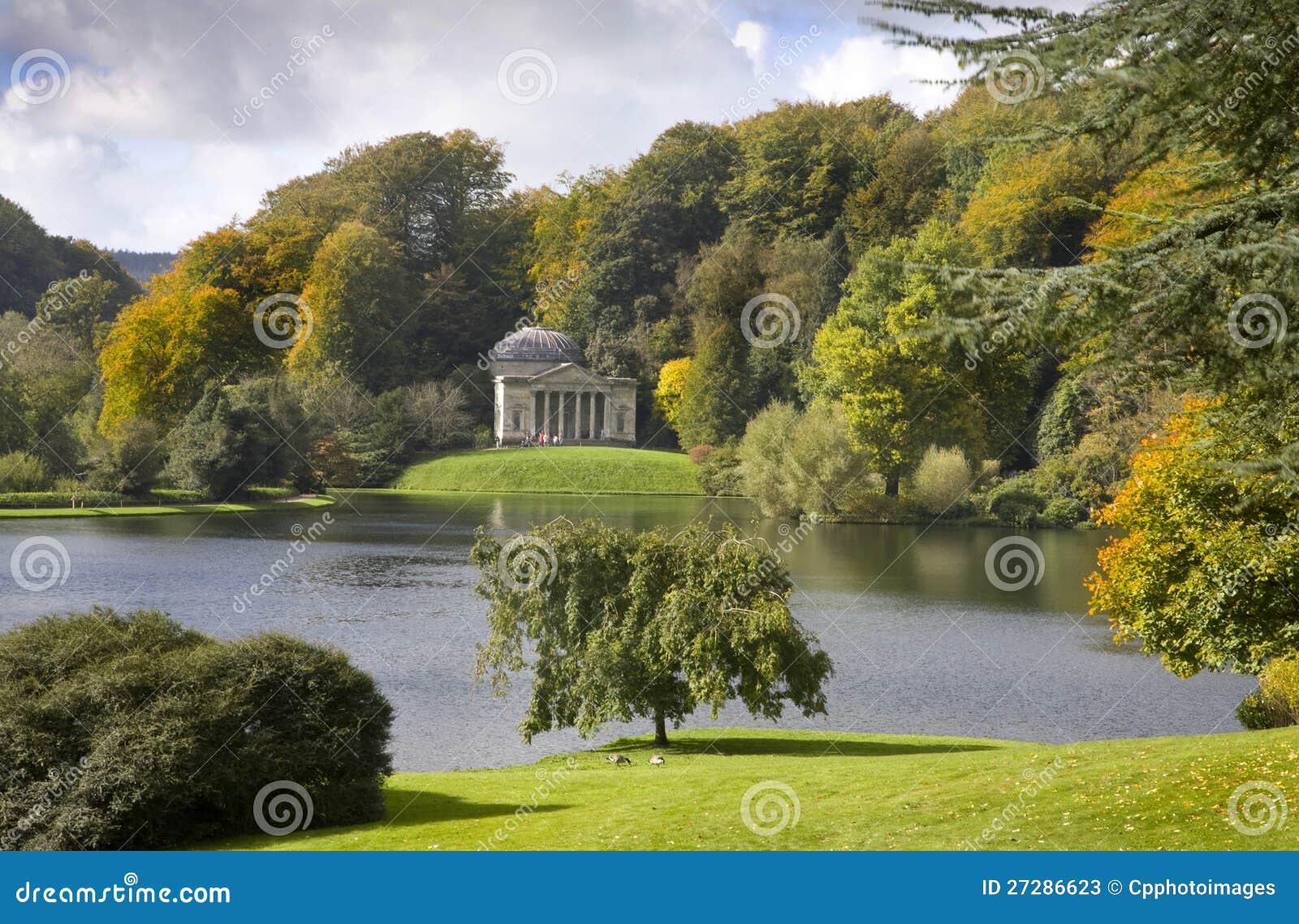 Stourhead arbeta i trädgården Wiltshire