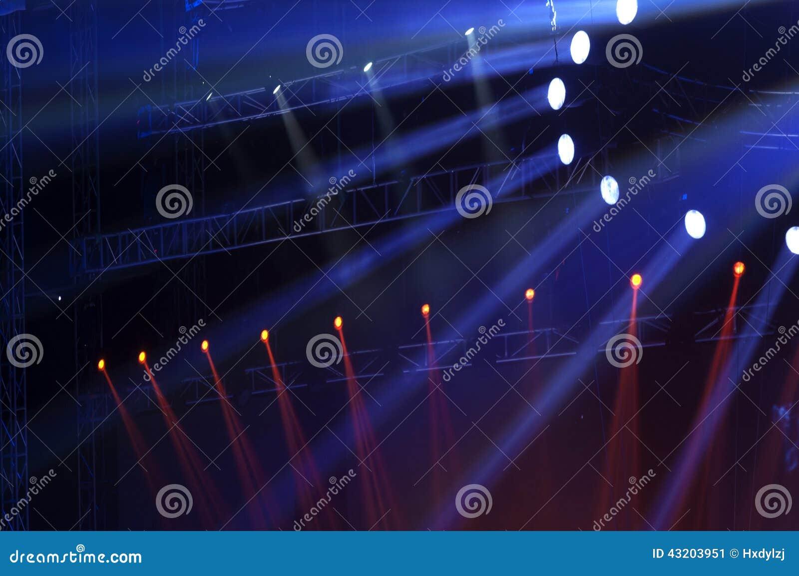 Download Strålkastare Med Laser-strålar Fotografering för Bildbyråer - Bild av festival, uteliv: 43203951