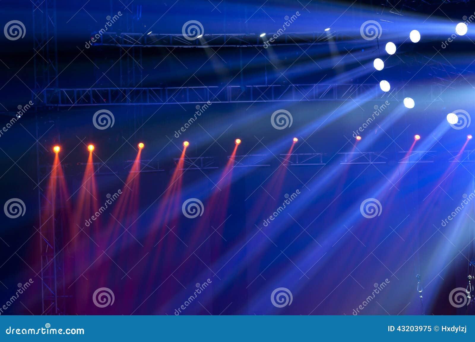 Download Strålkastare Med Laser-strålar Fotografering för Bildbyråer - Bild av konsert, underhållning: 43203975
