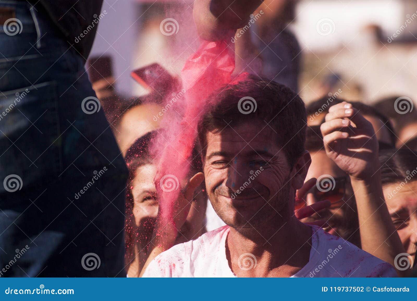 Strömendes farbiges Pulver