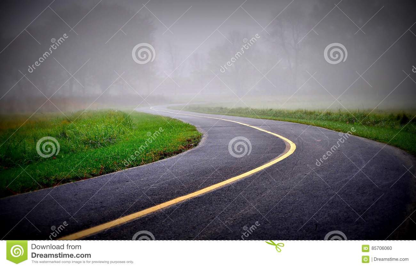 Straße in einem Nebel