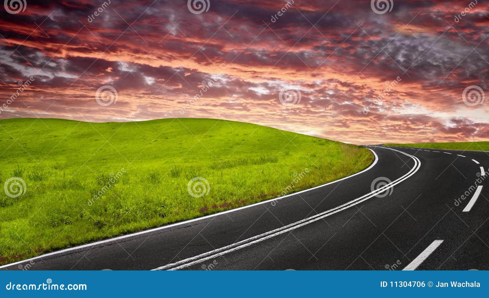 Straße am Sonnenuntergang