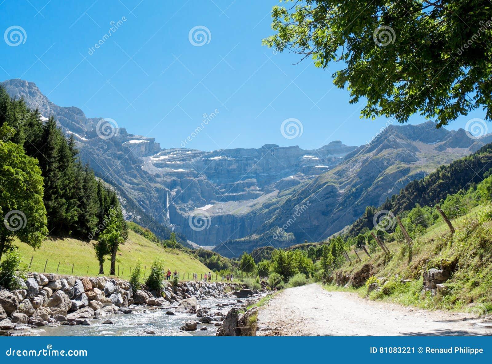 Straße zu Cirque de Gavarnie, Hautes-Pyrenäen, Frankreich