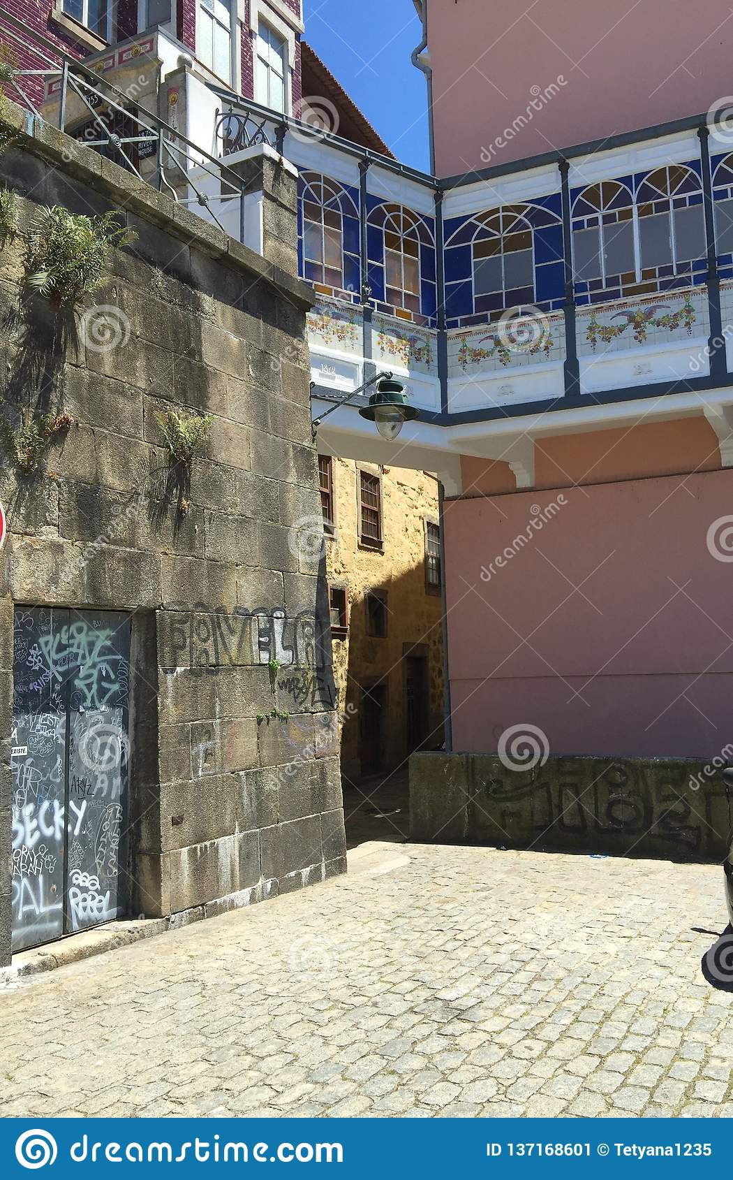 Straßen von Porto Portugal im Sommer