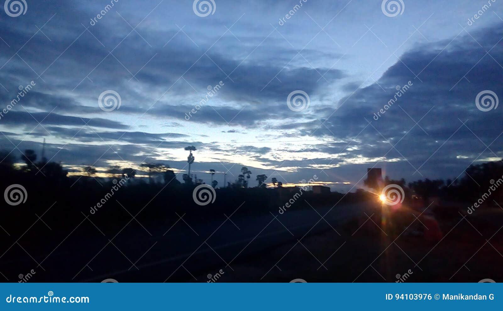 Straßenansicht des frühen Morgens