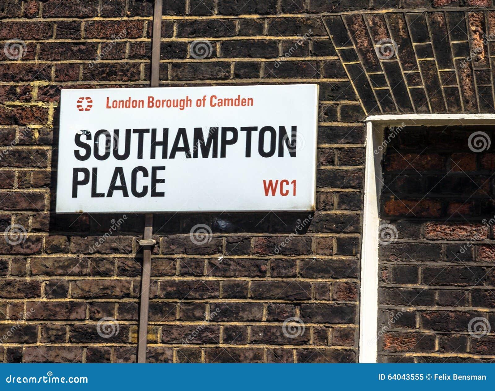 Straßenschild von Southampton-Platz in der Stadt von Camden in zentralem London, Vereinigtes Königreich