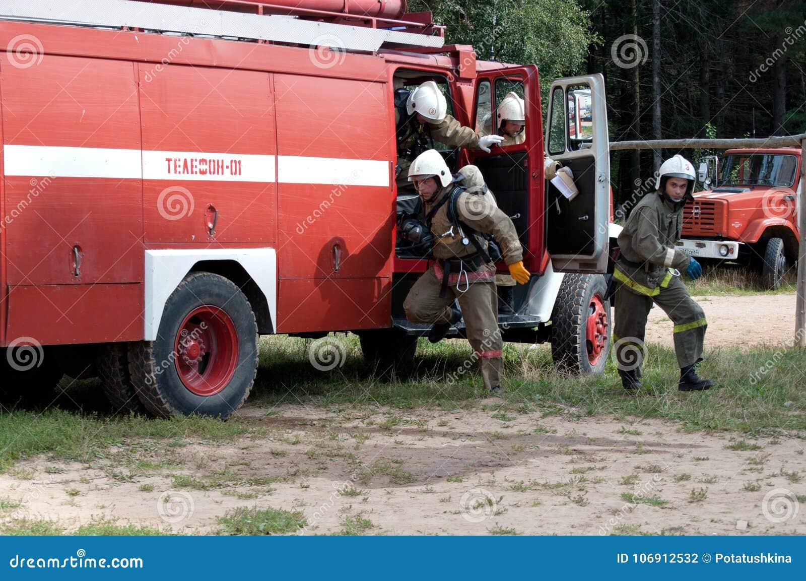 Strażacy wyczerpywali pożarniczego silnika