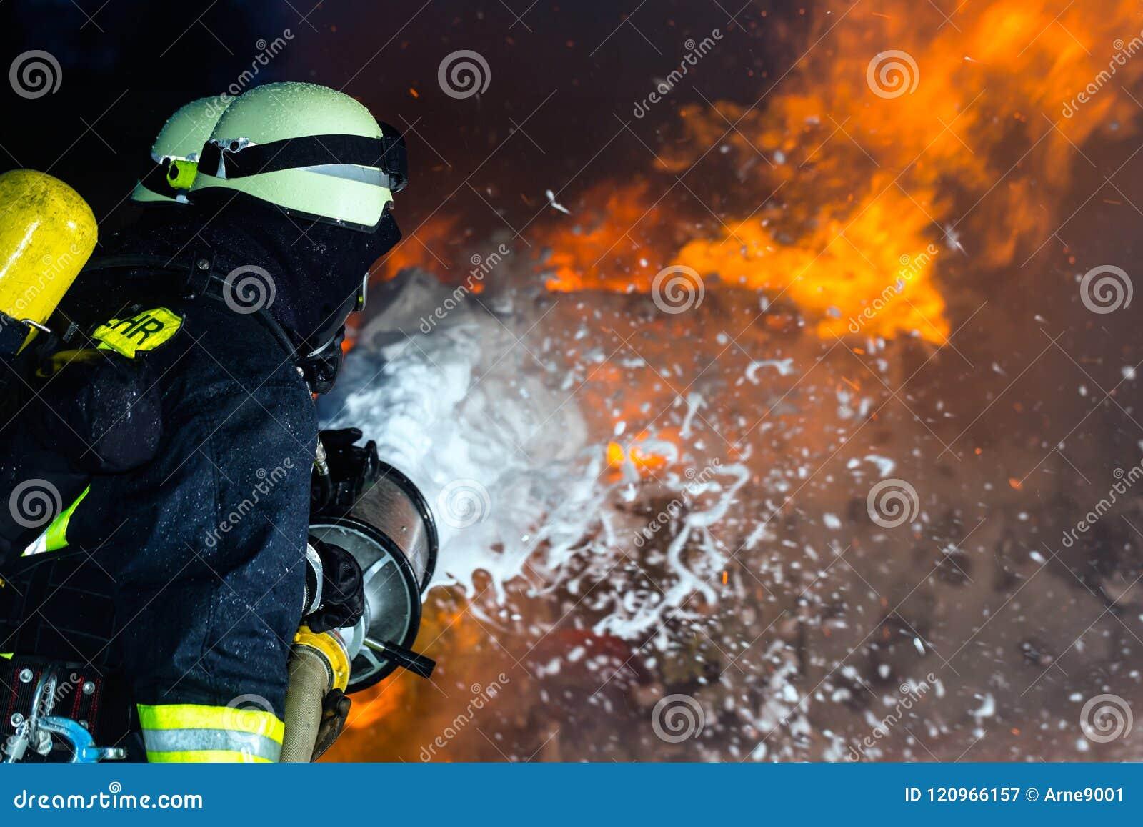Strażak - palacze gasi wielkiego blask