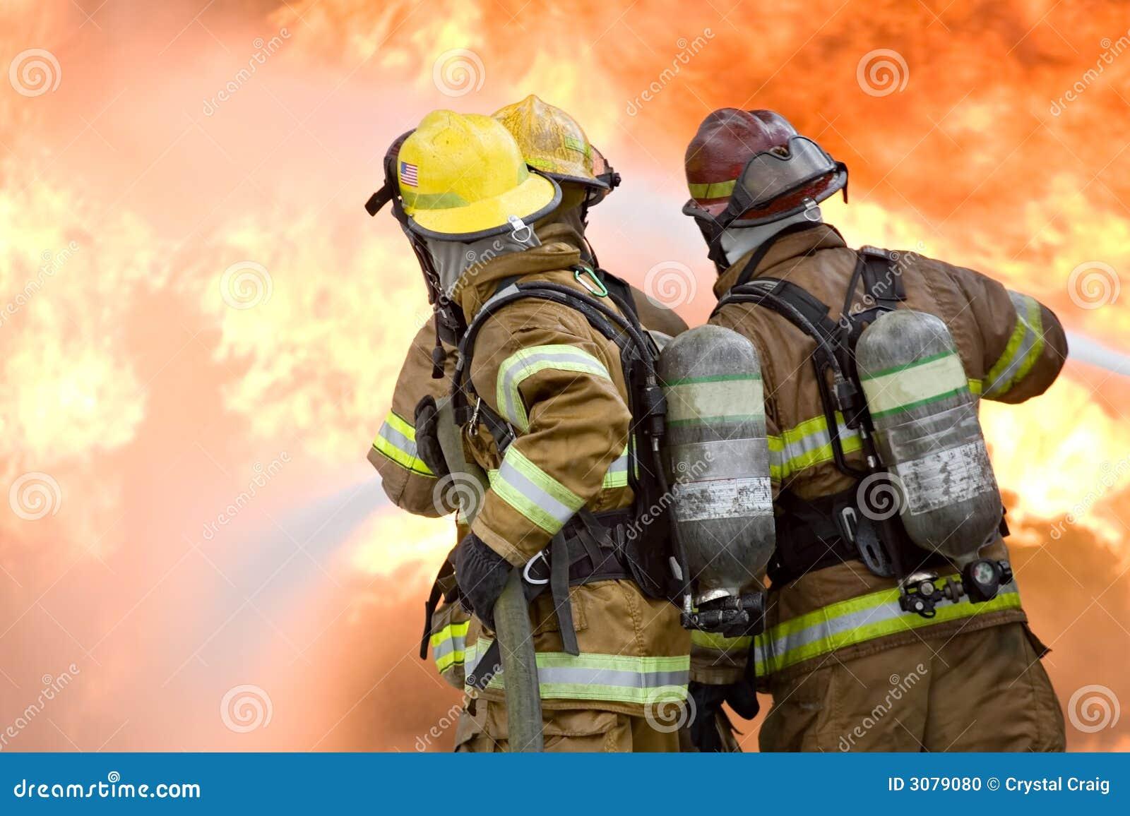 Strażak praca zespołowa