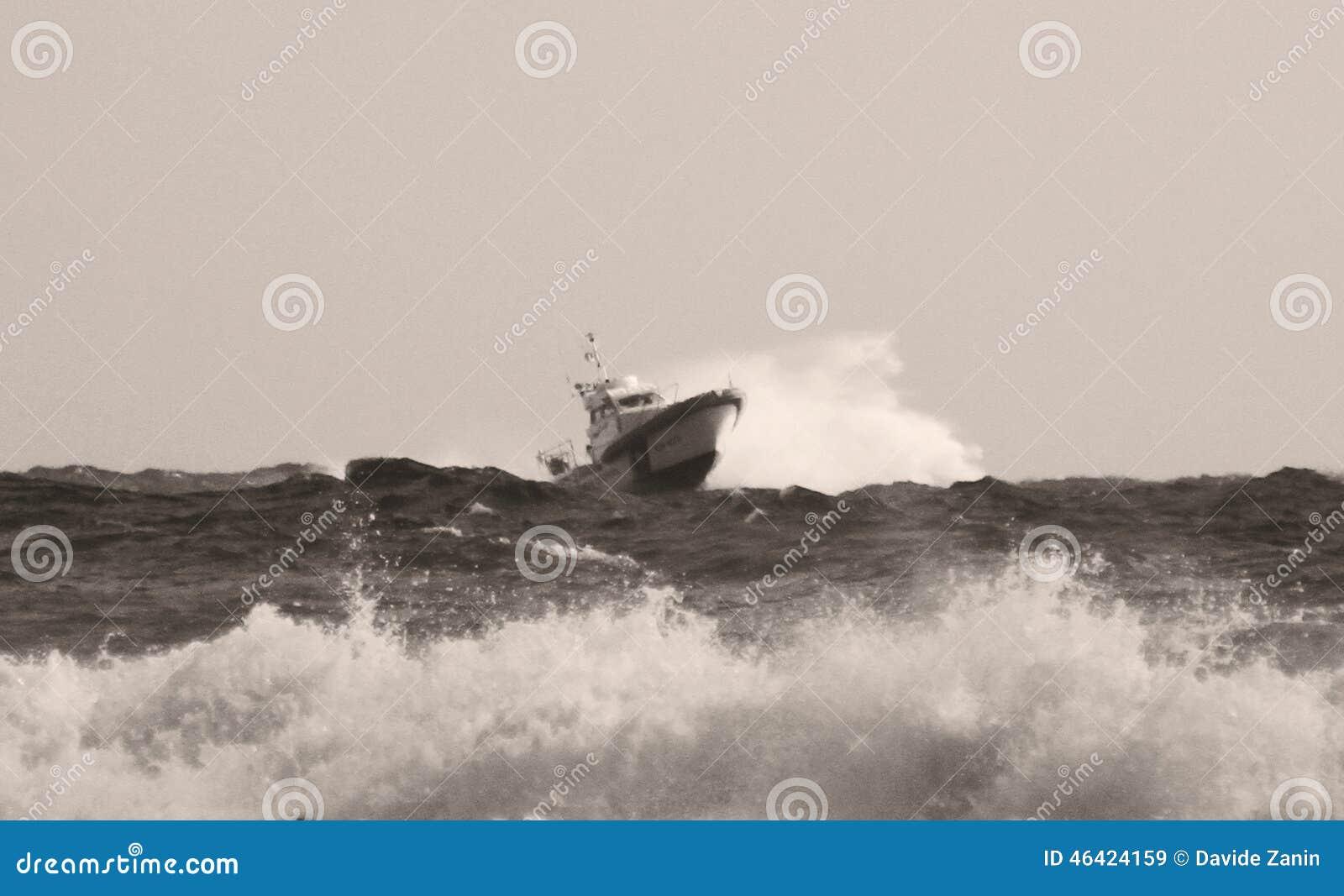 prace przybrzeżne na morzu