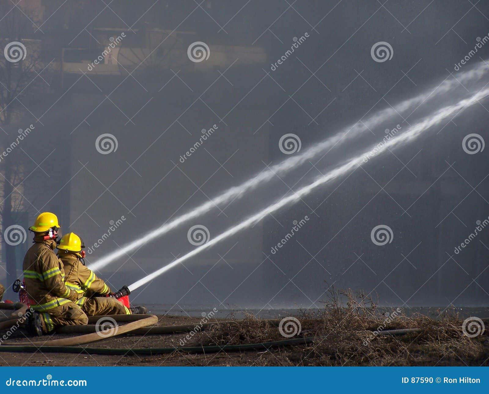 Download Strażacy zdjęcie stock. Obraz złożonej z para, strumień - 87590