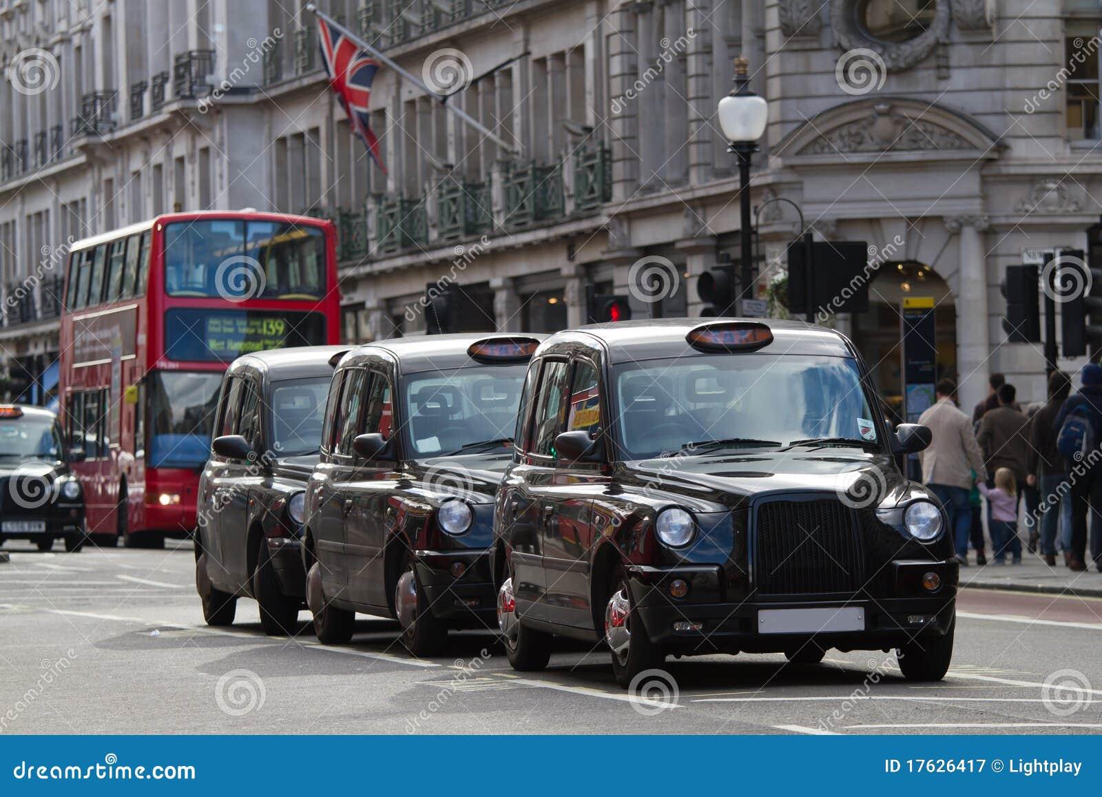 Straat in Londen met taxi