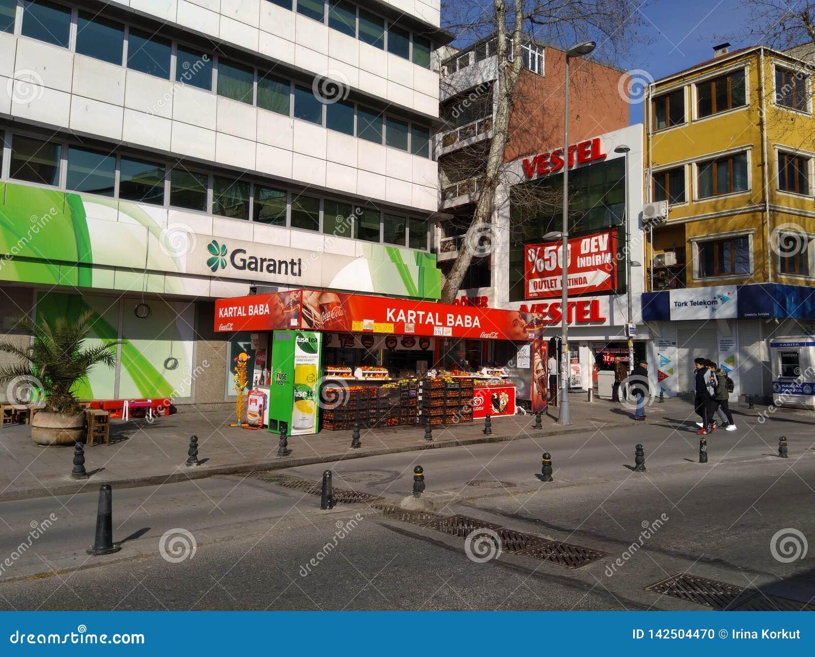 Straatkoffie die vers sap verkopen op centrum van Istanboel Turkije