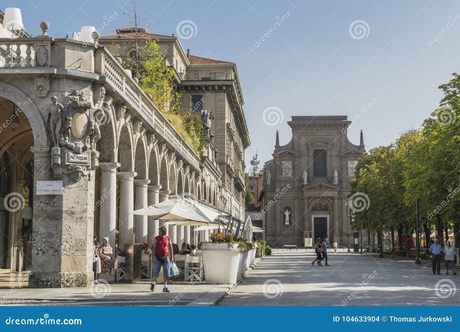 Download Straatmening, Bergamo, Italië Redactionele Stock Afbeelding - Afbeelding bestaande uit geschiedenis, landschappen: 104633904