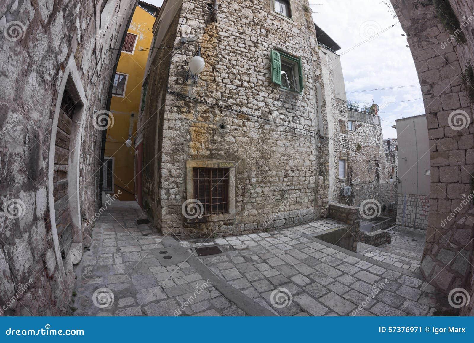 Straatmening van Sibenik in Kroatië