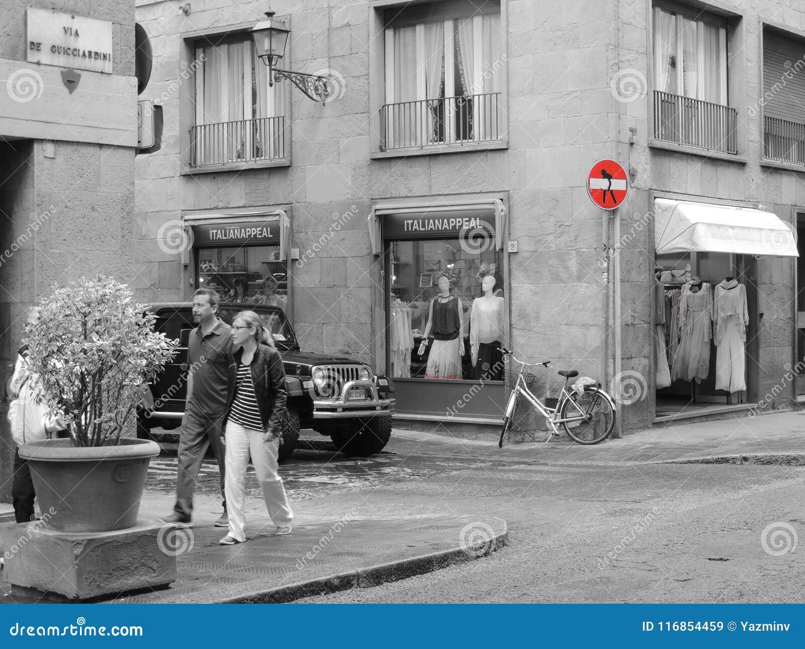 Straatsignalization in rood in Florencia, Italië