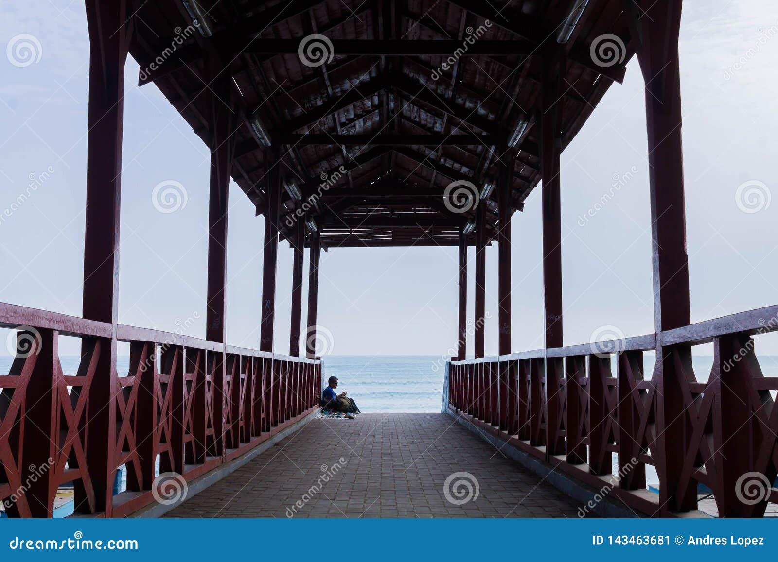Straatspruit in de kust van Lima