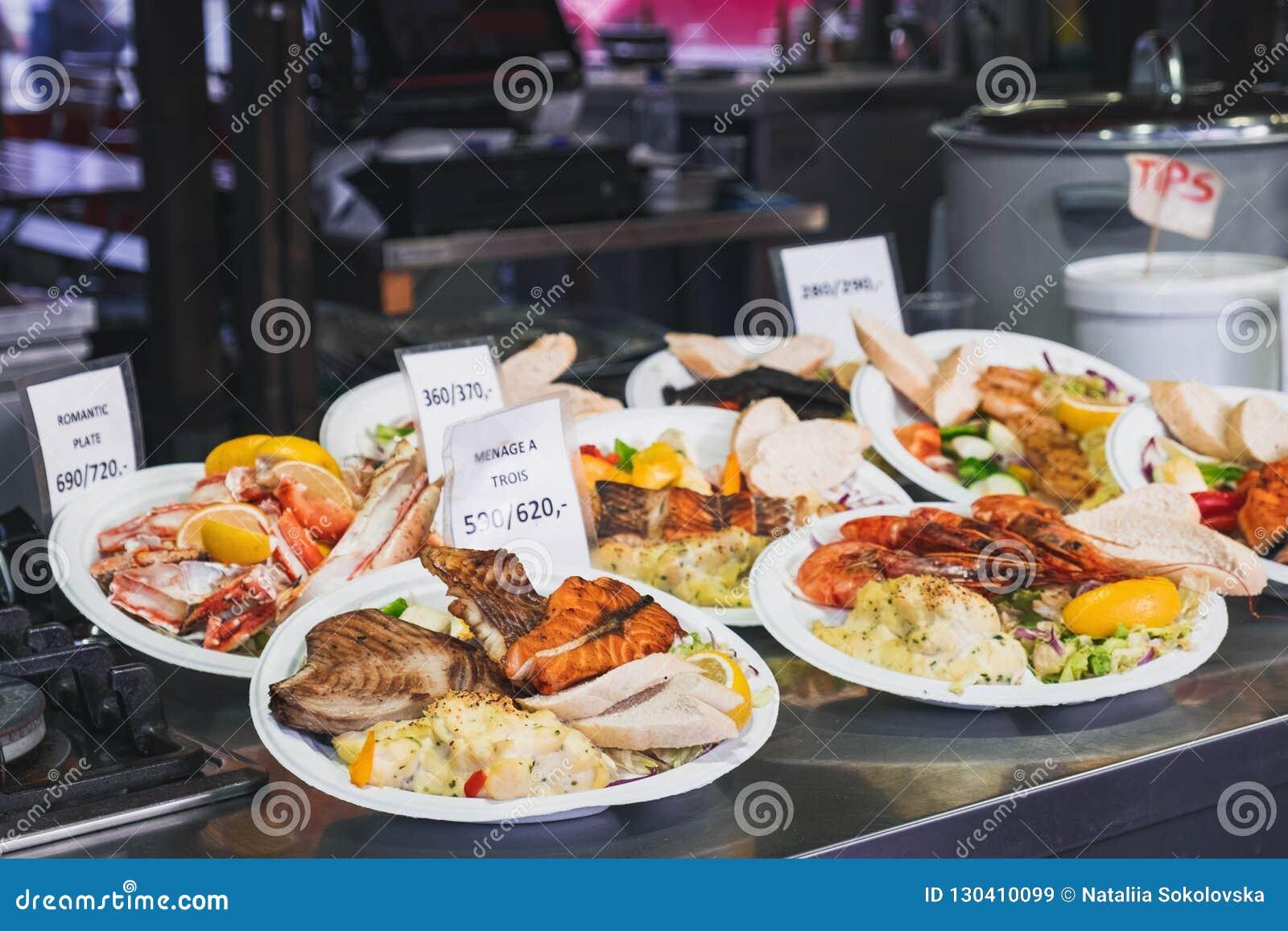 Straatvoedsel in Bergen Fish Market, Noorwegen