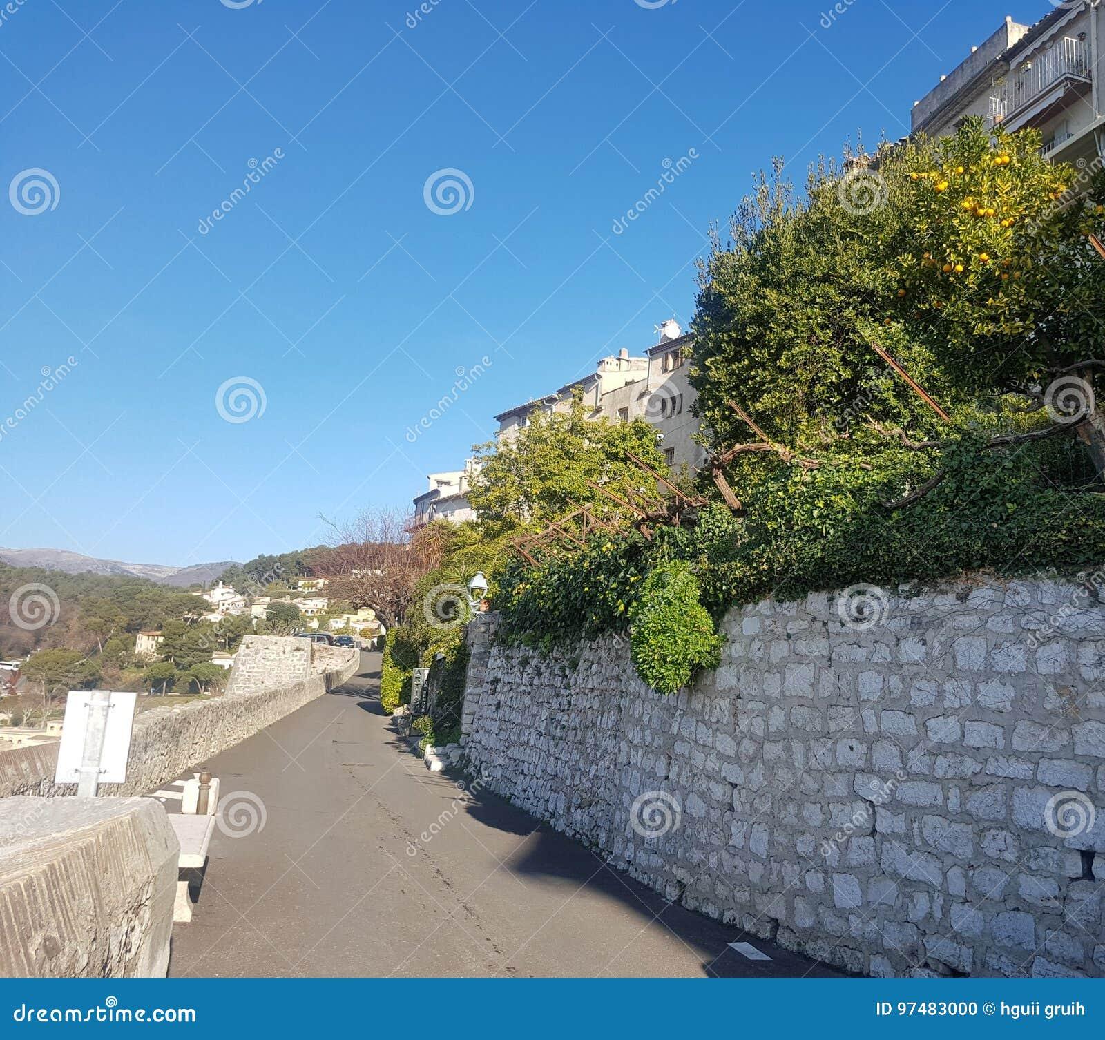 Strada in castello