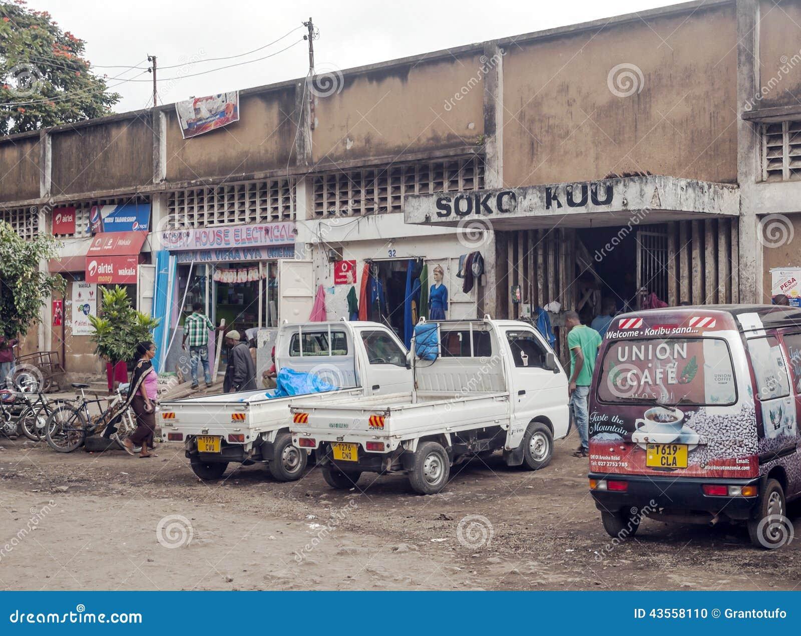 Strada dei negozi a Arusha