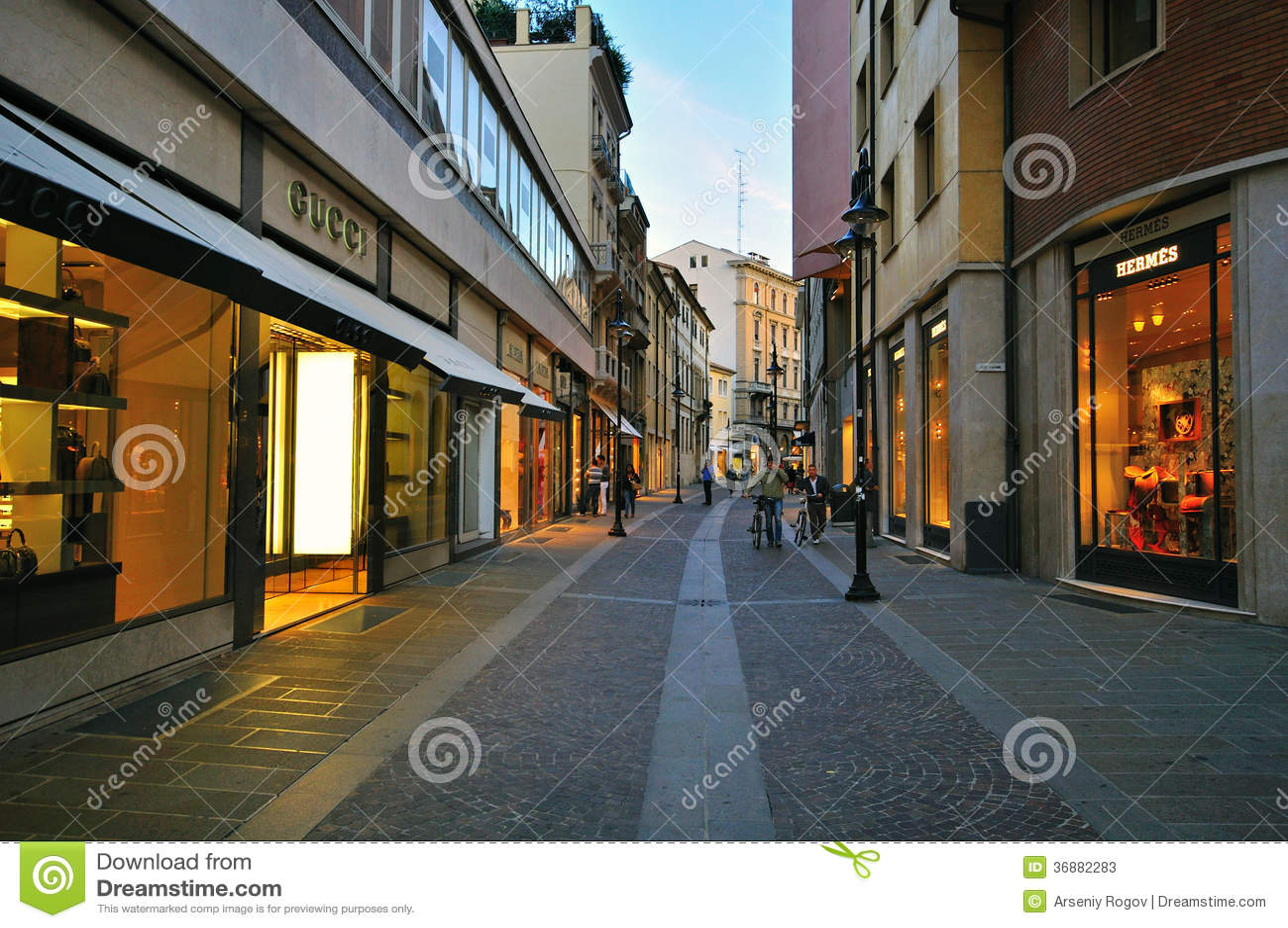 Download Strada Dei Negozi Di Lusso A Padova, Italia Fotografia Stock Editoriale - Immagine di branding, marca: 36882283