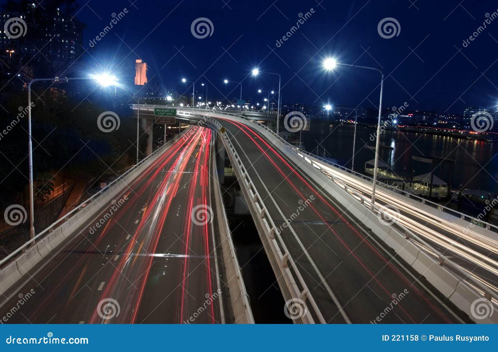 Download Strada di città alla notte fotografia stock. Immagine di freeway - 221158