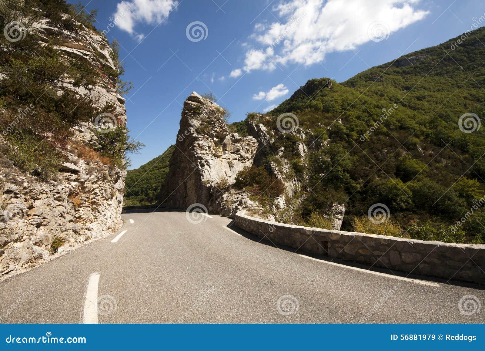 Strada in montagne