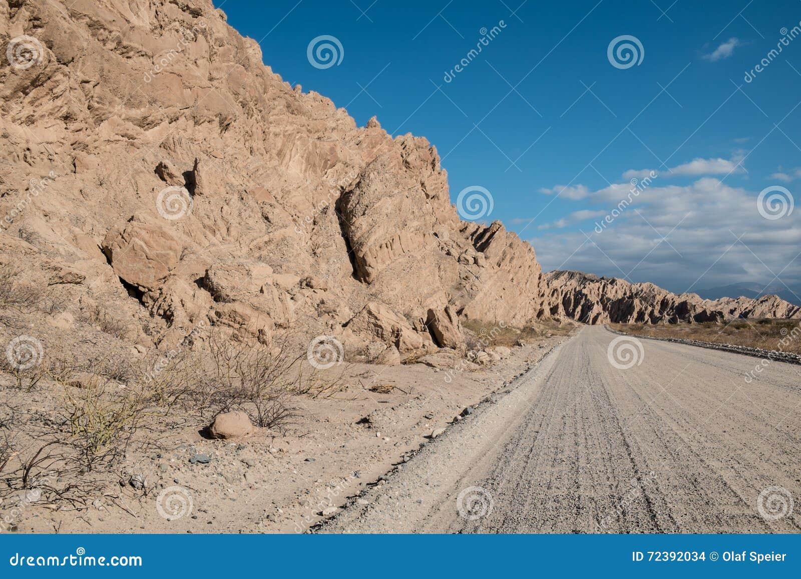 Strada non asfaltata andina
