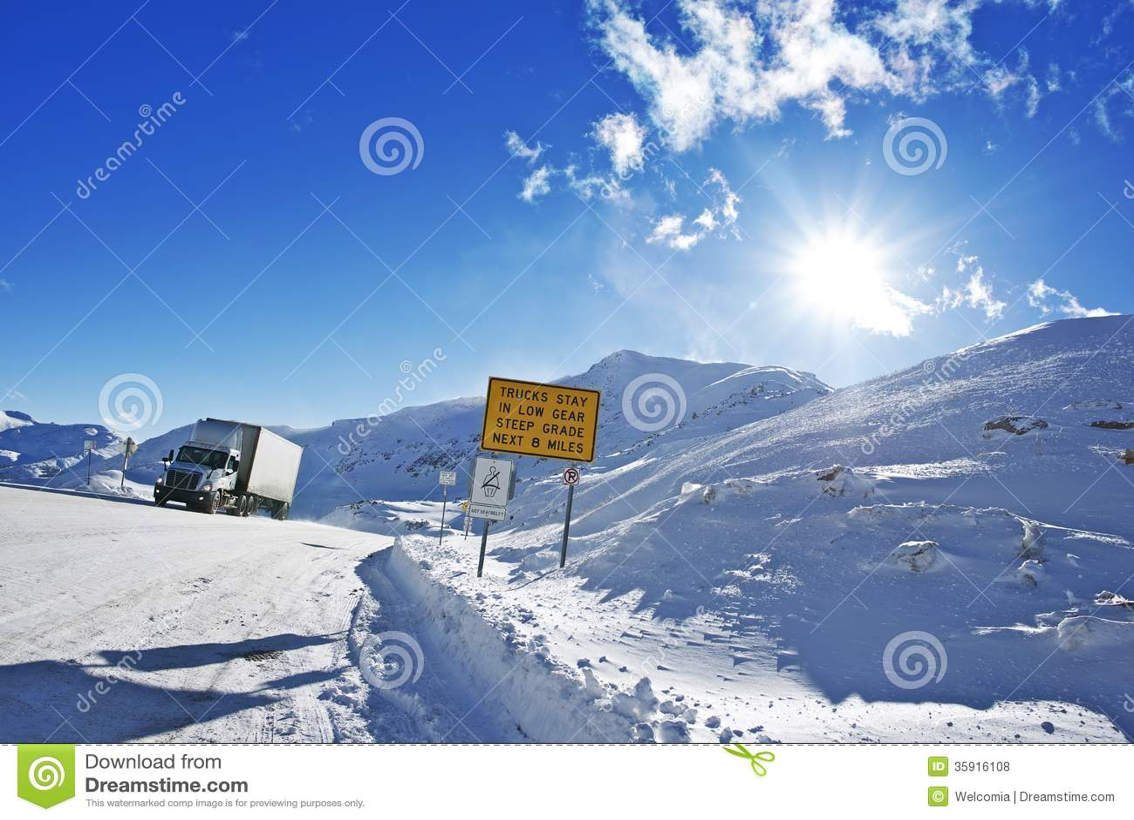 Strada pericolosa di inverno