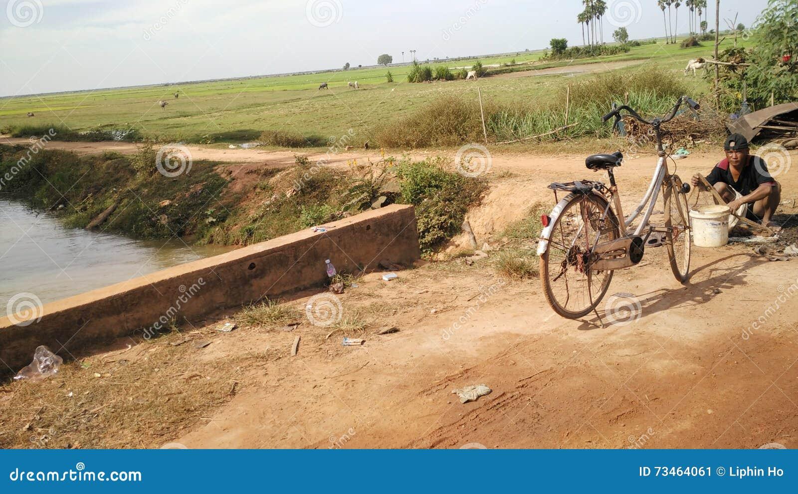 Strada tramite la linfa di Tonle, Cambogia