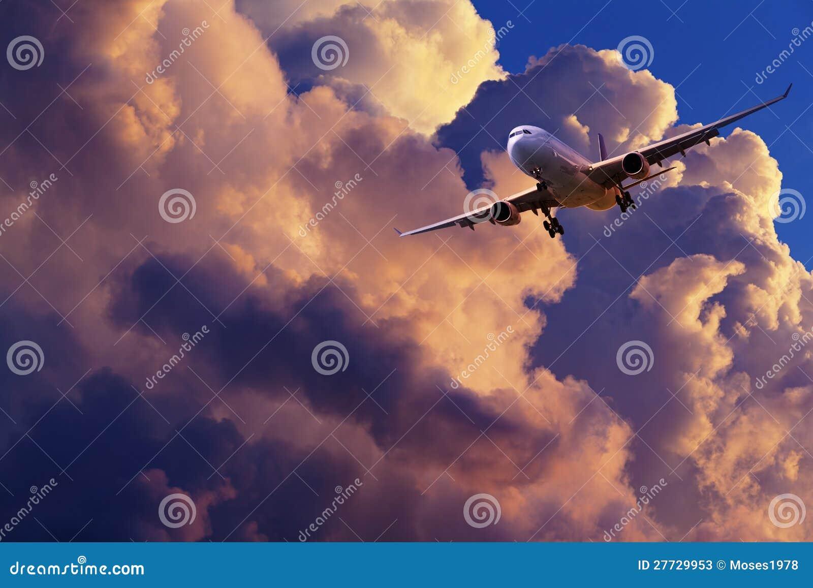 Strahl manövriert für Landung
